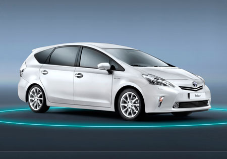 Toyota lanza el primer monovolumen híbrido familiar