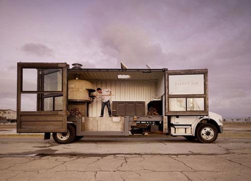 Una pizzería ambulante en un contenedor