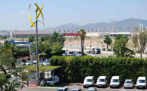 Ferrovial instala en Barcelona el primer cargador de vehículos eléctricos de Europa alimentado por el viento