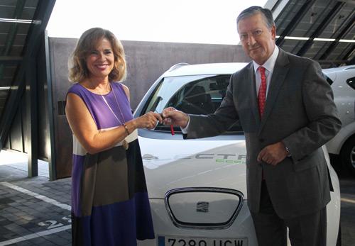 SEAT entrega dos vehículos eléctricos a la ciudad de Madrid