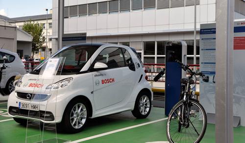 """Bosch inaugura una """"fotolinera"""" para recarga de vehículos eléctricos en su sede de Madrid"""