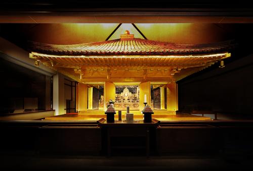 Tecnología LED para iluminar el reconstruido templo de oro de Chuson-Ji
