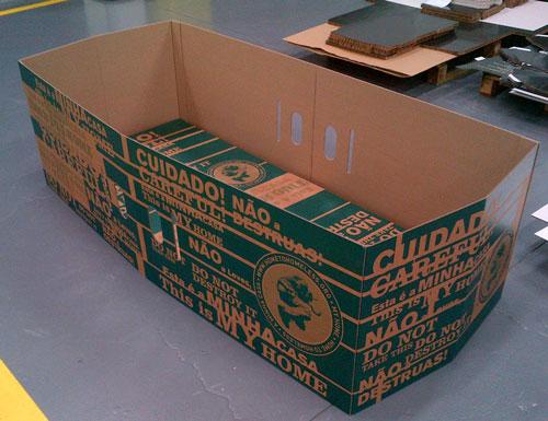 Camas de cartón para personas sin hogar
