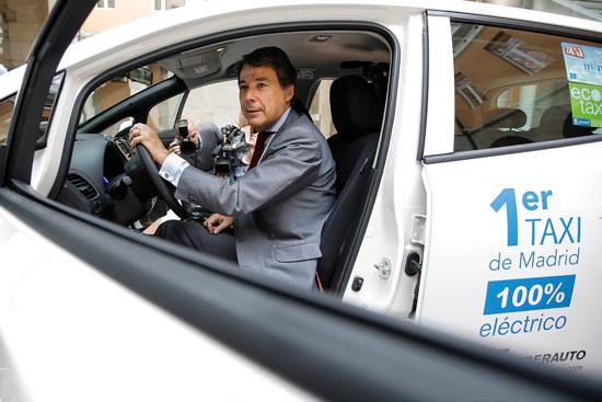 El taxi eléctrico ya circula por la ciudad de Madrid