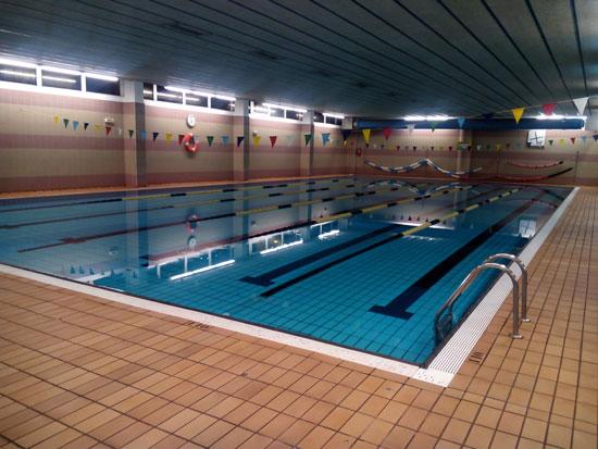 Cómo disminuir el agresivo cloro en las piscinas públicas