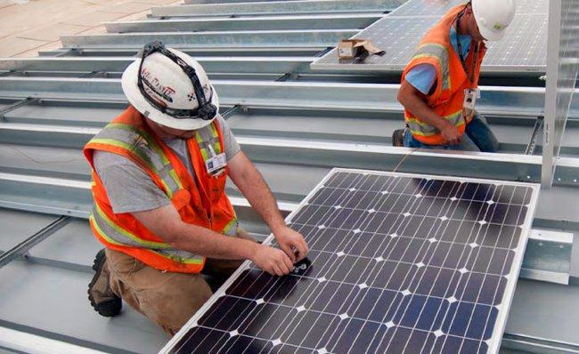 Estados Unidos crea empleo en la industria solar 20 veces más rápido que el resto de sectores