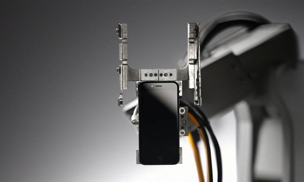 robot Liam recicla teléfonos Apple