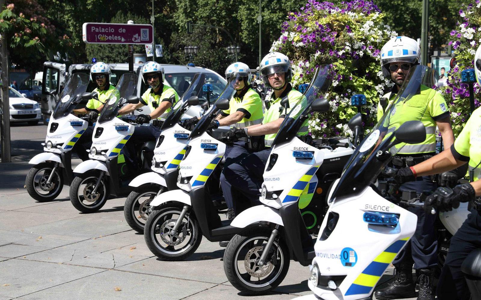 13 motos eléctricas vigilan la circulación de Madrid