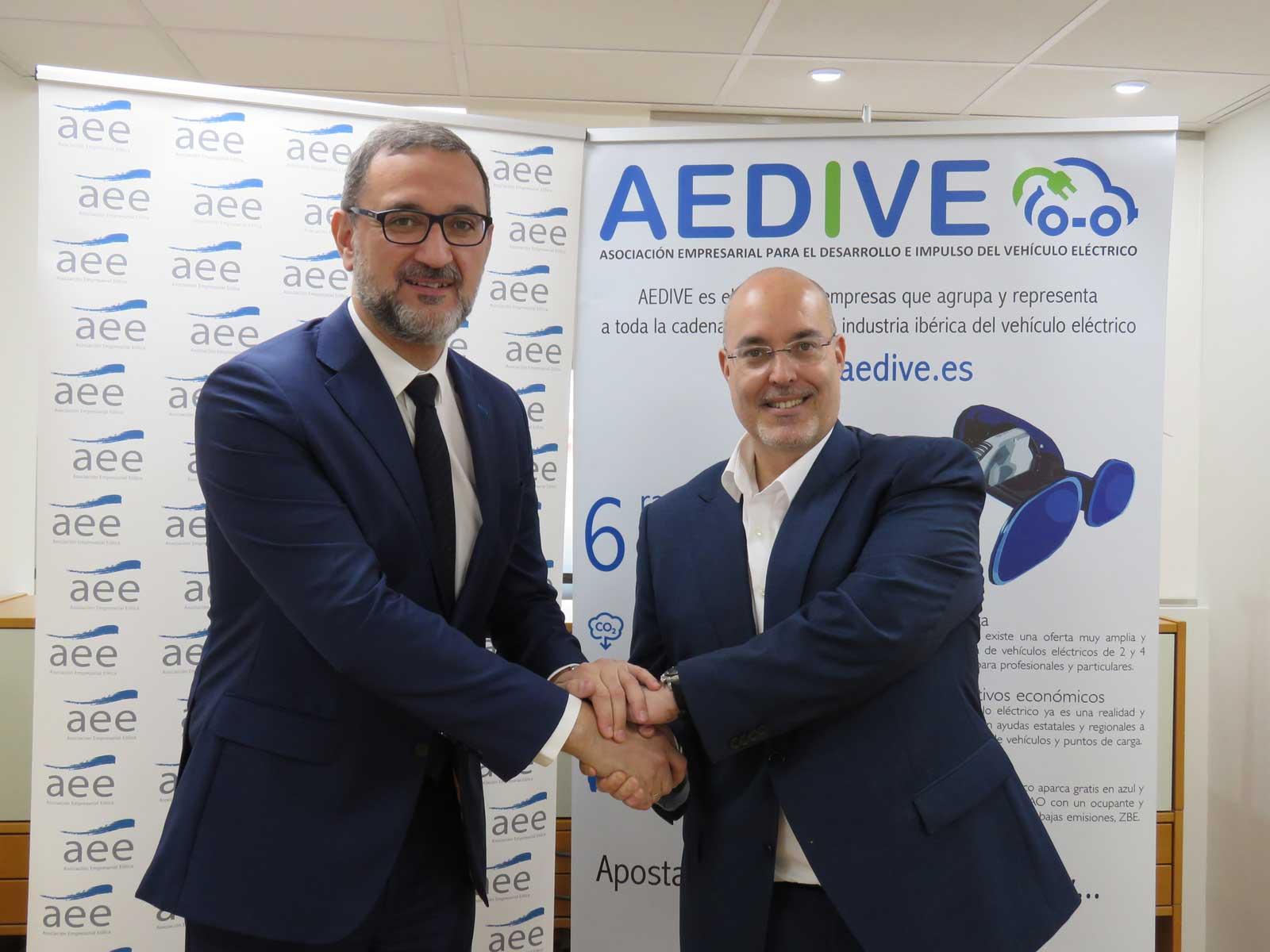 Firma convenio colaboración AEDIVE  y AEE