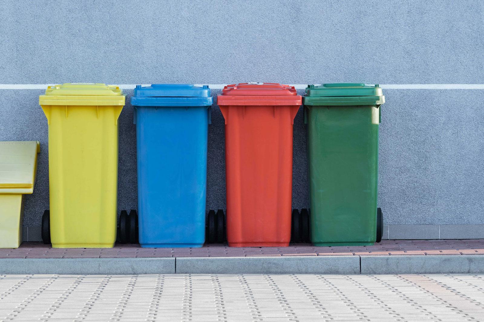 Cubos reciclaje economia circular empleo